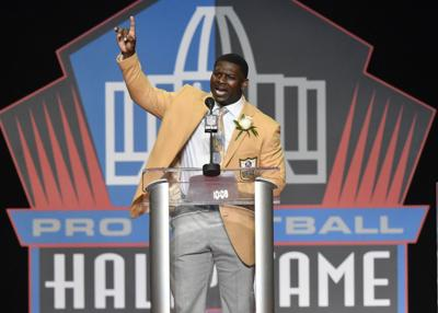 Tomlinson steals the show at Hall of Fame induction ceremony