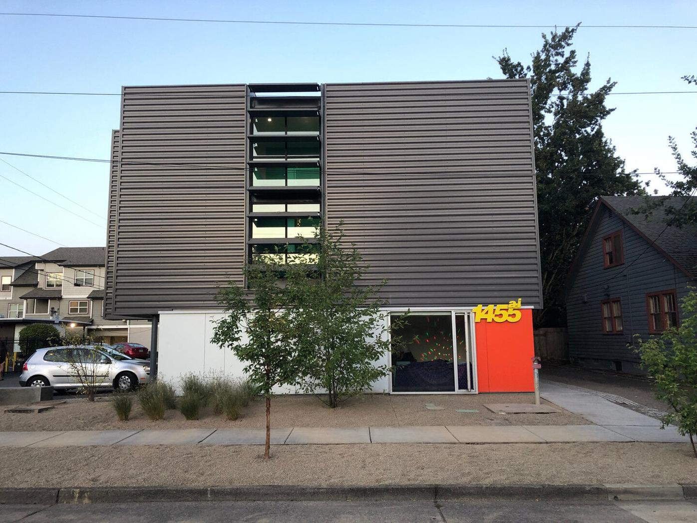 Room for rent in ultra-modern apartment - Washer/Dryer in unit!