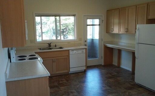 3BR Townhouse Available at Plentywood