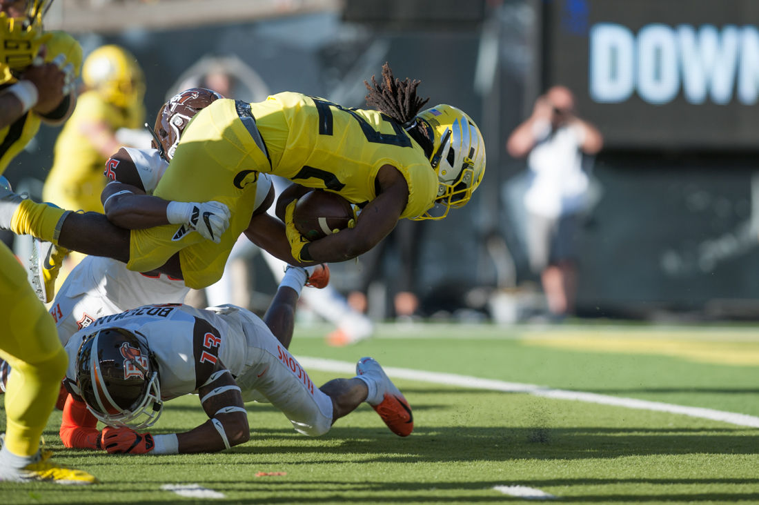 Photos: Oregon Ducks Football leads the Bowling Green Falcons 37-17 at the half
