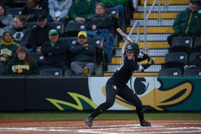 Oregon softball sweeps doubleheader thanks to big bats and a Megan Kleist no-hitter