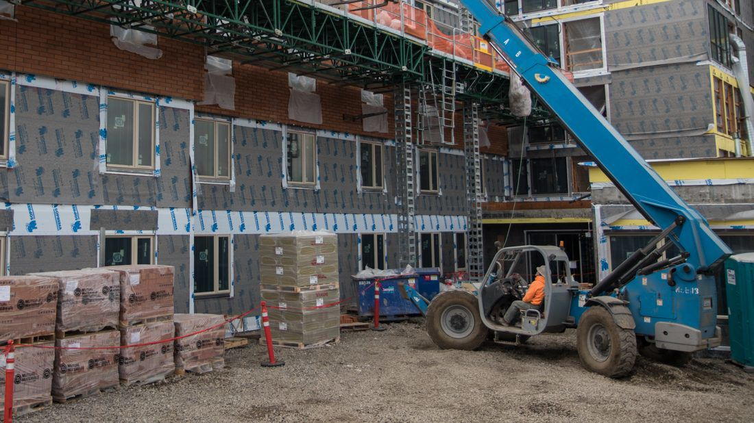New residence hall helps UO prepare for campus live-on requirement