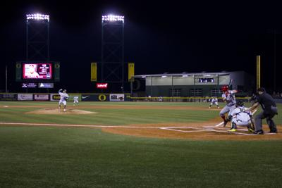 Oregon baseball breaks tendencies, wins 4-3 in series opener