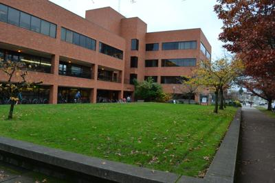 Oregon_Hall_(University_of_Oregon).jpg