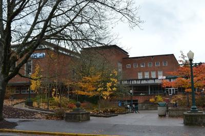 1599px-Erb_Memorial_Union_(University_of_Oregon).jpg
