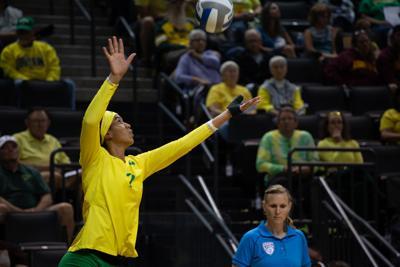 Oregon volleyball rises six spots after sweep of SoCal schools