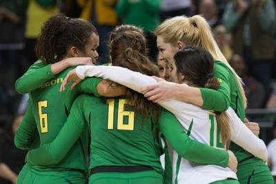 Ducks season ends in NCAA Tournament with 3-1 loss to Michigan