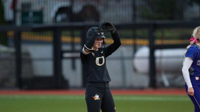 Ducks softball rallies back to top Utah 5-2