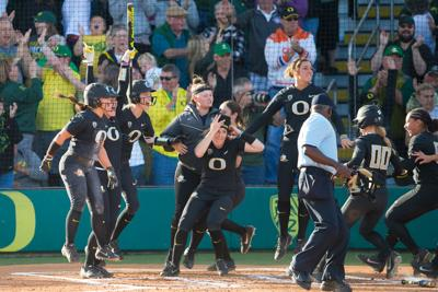 Oregon wins first game of WCWS 11-6 against Arizona State