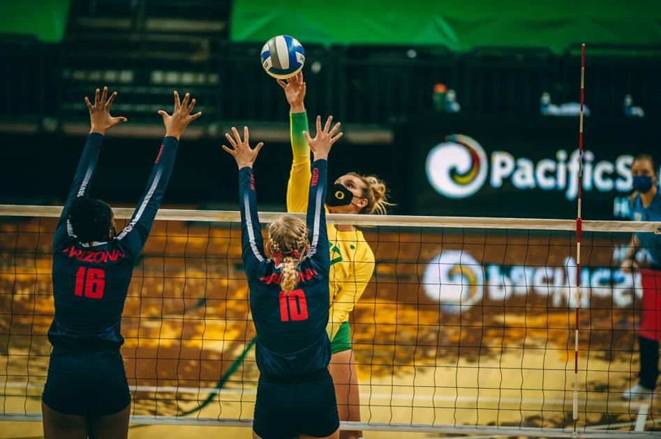 Oregon volleyball advances to Sweet 16 with sweep over Notre Dame