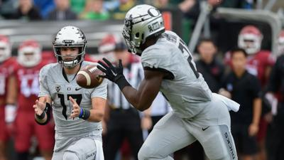 Rapid reaction: Oregon leads Washington State 17-14 at the half