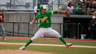 Oregon baseball's offense silenced, dropping game two against No. 3 Stanford 5-1