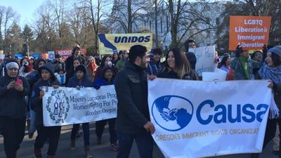 Sen. Wyden and state representatives pledge to protect undocumented immigrants at Oregon capitol