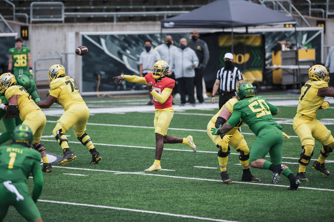 Offense prevails in Oregon's spring game