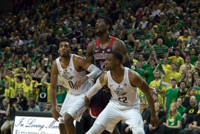 Seniors propel Ducks in physical 98-93 upset over No. 14 Arizona