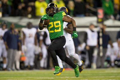 Oregon beats Cal 45-24, top offensive players exit with injury