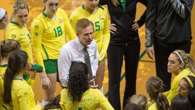 Undefeated road record keeps Oregon volleyball atop Pac-12 standings