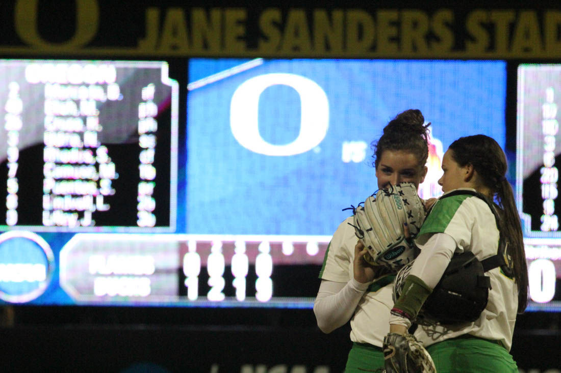Photos: Oregon softball shuts out UIC Flames 13-0 at regional opener
