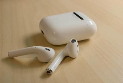 Halberg: Airpods disconnect us from our peers