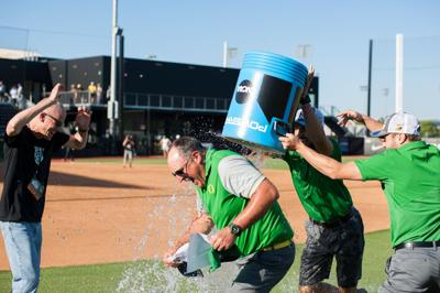 Mike White to leave Oregon softball for Texas