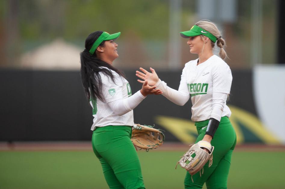 Oregon softball sweeps doubleheader, improves to 16-0