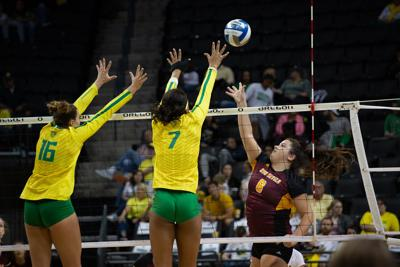 Quick Hits: Oregon soccer falls to No. 1 Stanford, volleyball drops in polls after tough weekend