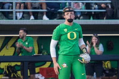 Oregon softball loses 6-2 to Washington behind poor fifth inning