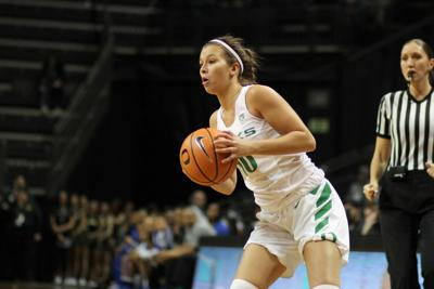 b0d21c6d650 Going into Saturday's game, the Oregon single-game combined 3-point record  was 27. By the end of the Ducks' 114-87 victory over the Weber State  Wildcats, ...