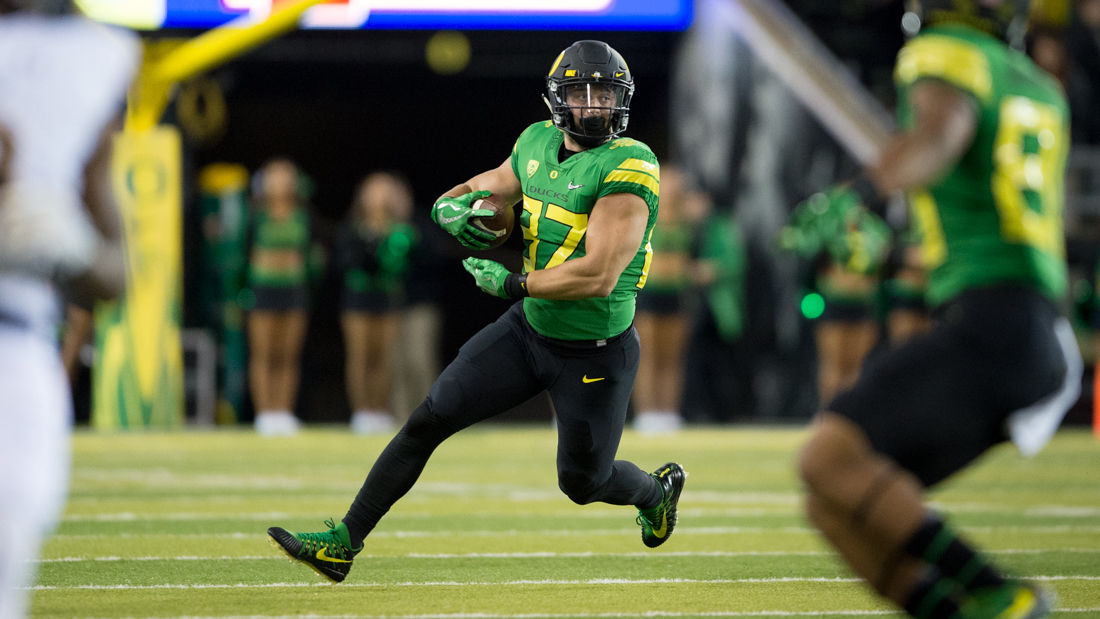 Photos: The Oregon Ducks lead the California Golden Bears 17-7 at the half