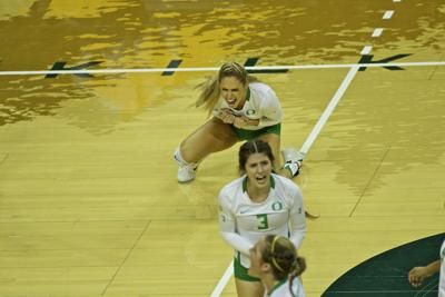 Ducks finish Nike Classic with sweep of Duquesne