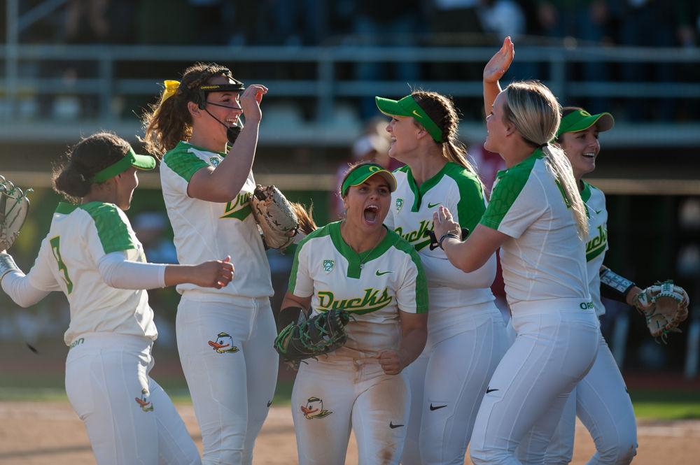 Photos: Oregon softball outworks University of Oklahoma 5-0