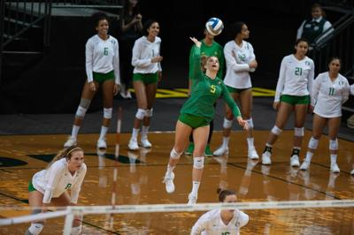 Oregon volleyball snaps three game losing streak following five set win against Princeton