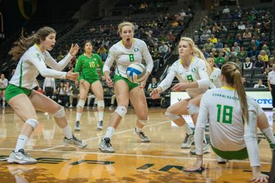 Oregon volleyball wins first road game of season, fourth in a row