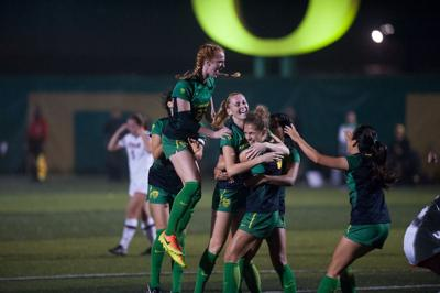 Oregon soccer adds five to 2018 class on national signing day