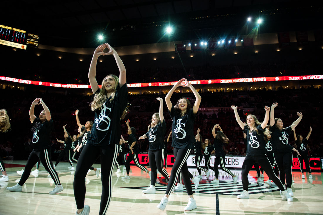 Photos: University of Oregon Jamsquad halftime performance during Blazers game