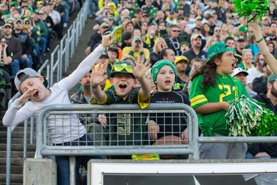 Oregon beats Arizona State, but many student fans leave before the ending