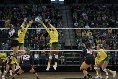 No. 16 Oregon volleyball rebounds in dominating fashion, sweeping California at home