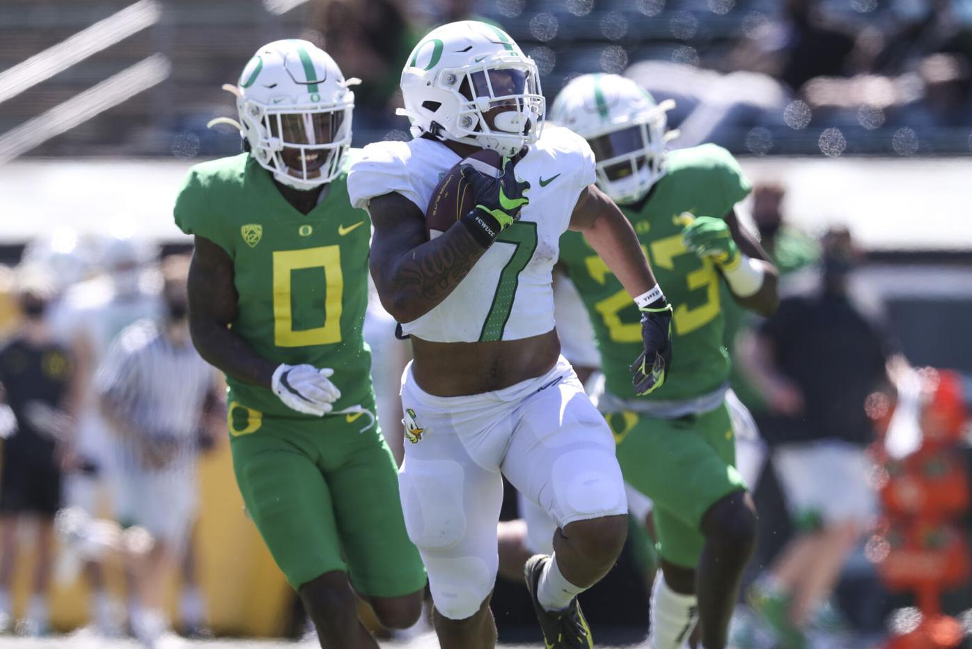 Fans reintroduced to Oregon football during week three of spring practices