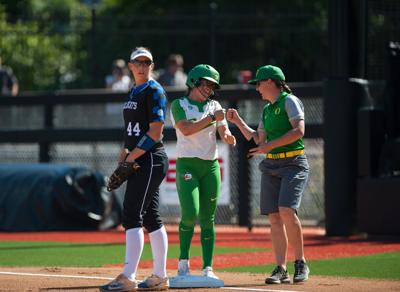 Oregon softball edges Hofstra and Florida Gulf Coast in second day of Unconquered Invitational