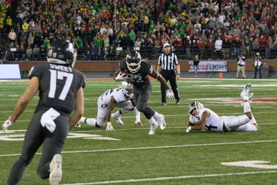 Quick Hits: Oregon football loses fourth-straight to Washington State, volleyball splits second weekend in a row