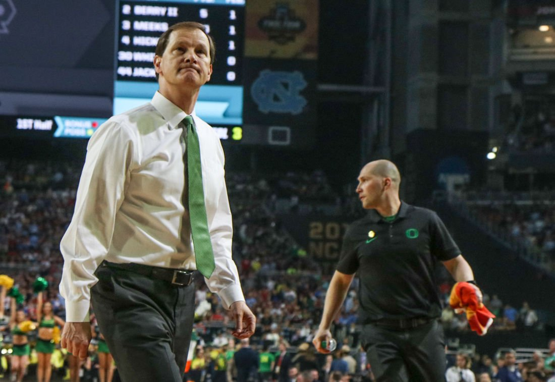 Former Oregon basketball recruit sues Dana Altman, others after tearing ACL during official visit