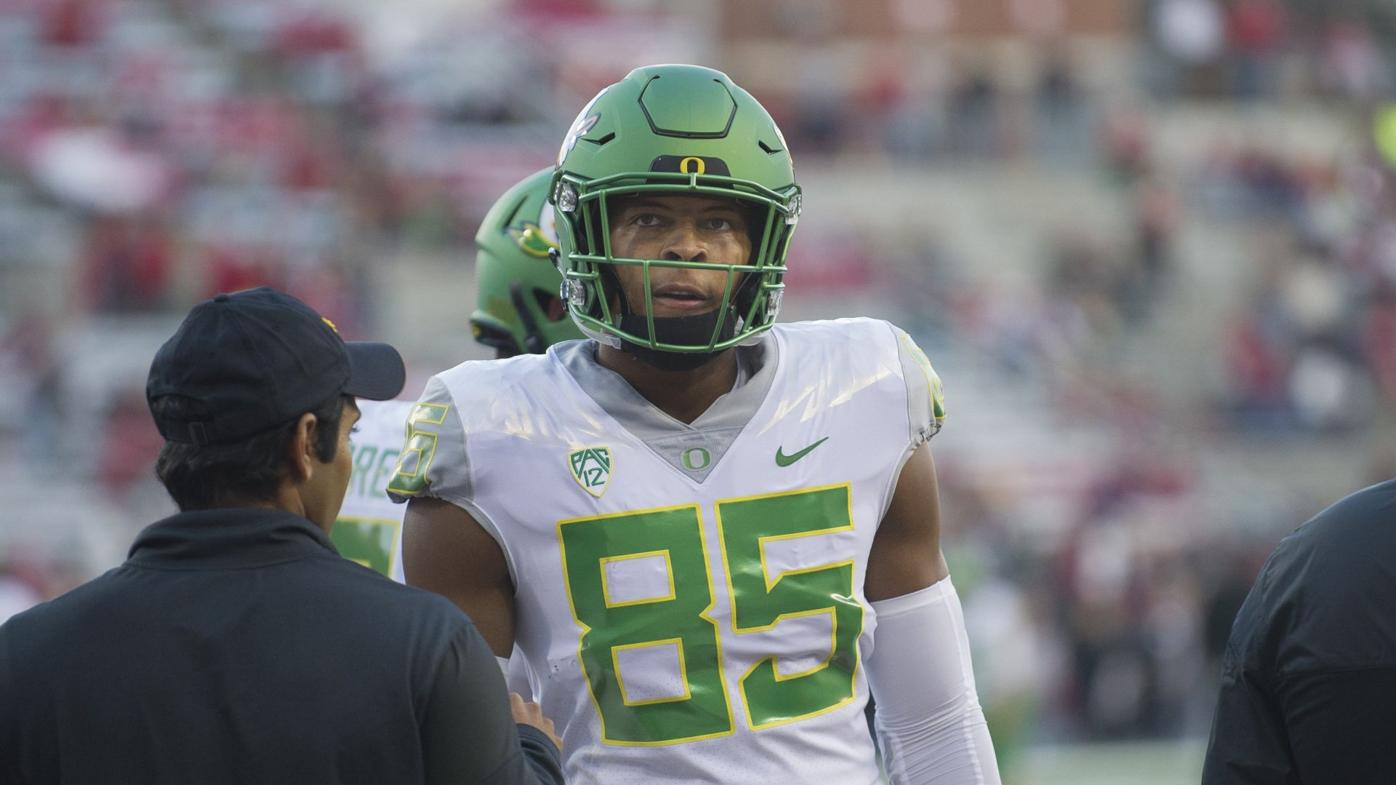 Oregon tight end Pharaoh Brown accused of three acts of violence since October 2014