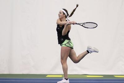 Oregon women's tennis splits weekend in Kansas