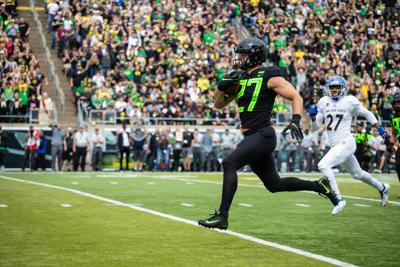No. 20 Oregon shakes off offensive struggles to beat San Jose State 35-22