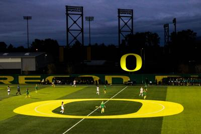 Oregon women's drops fifth straight on the road