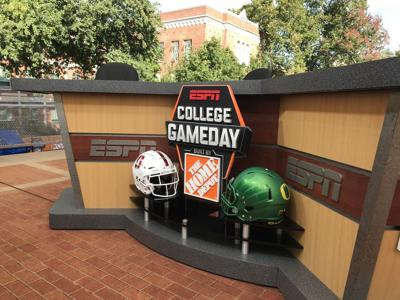 Analyst David Pollack speaks on GameDay atmosphere in Eugene, matchup between Stanford and Oregon
