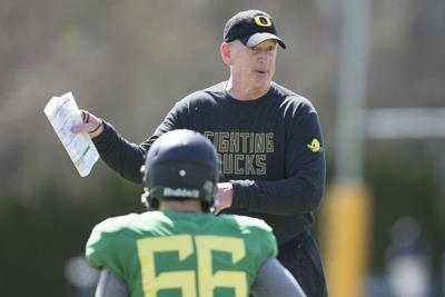 Quick Hits: Will Jim Leavitt revive Oregon's defense? Edward Cheserek is the author of his final track season