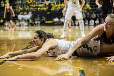 Maite Cazorla injured in Oregon's 74-55 win over the Colorado Buffaloes