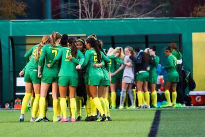 Oregon women's soccer drops sixth straight on early penalty kick