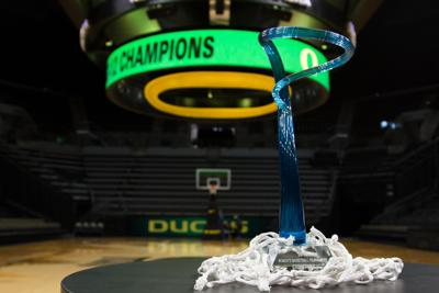 Oregon men's and women's basketball both picked to win Pac-12